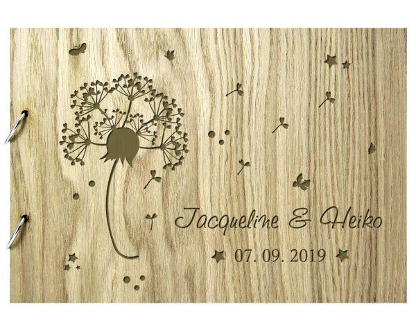 Rustikales Gästebuch aus Holz zur Hochzeit personalisiert Pusteblume