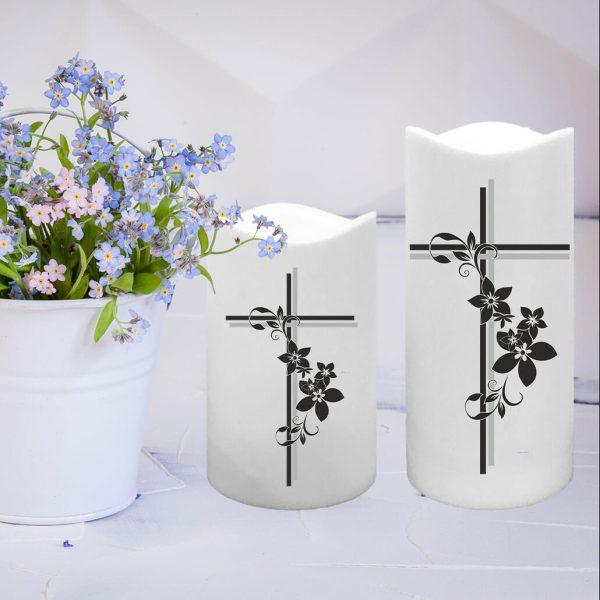 LED Kunststoff Kerze Weiß Trauerkerze Kreuz mit Blumen