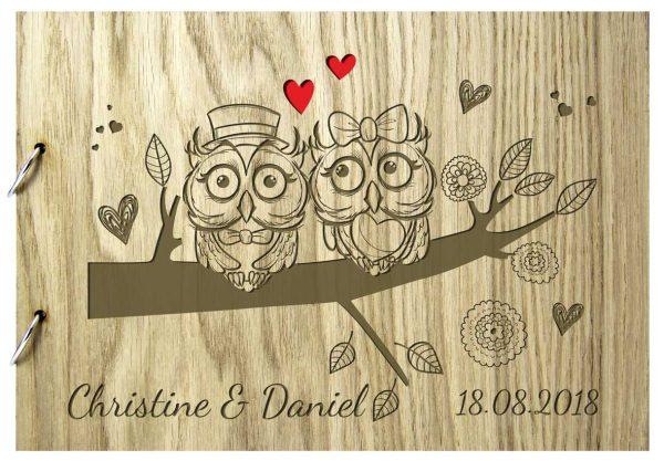 Rustikales Gästebuch aus Holz zur Hochzeit personalisiert Eulen Herzen