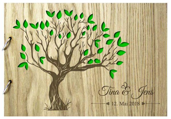 Rustikales Gästebuch aus Holz zur Hochzeit personalisiert Baum