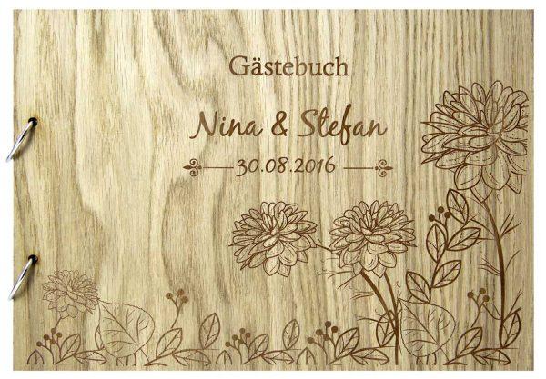 Rustikales Gästebuch aus Holz zur Hochzeit personalisiert Blumen